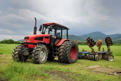 Terenurile agricole profitabile se vând la pachet cu mâna de lucru
