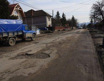 Licitatie de peste 550 mil lei pentru reabilitarea unor drumuri din Olt si Arges
