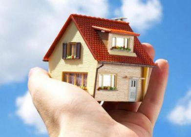 Românii nu sunt prea dornici să-şi asigure locuinţele