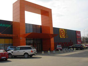 Mallurile din Brăila aflate la opt minute distanţă: unul e în insolvenţă, altul e proaspăt extins
