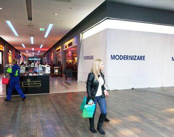 Unii retaileri ajung la concluzia că e mai bine să închidă magazinul şi să plătească chiria minimă