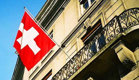 Elveţia acceptă să încalce secretul bancar, sub presiunea autorităţilor americane