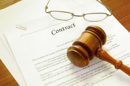 Eliminarea clauzelor abuzive din contractele de credit, amânată de Guvern