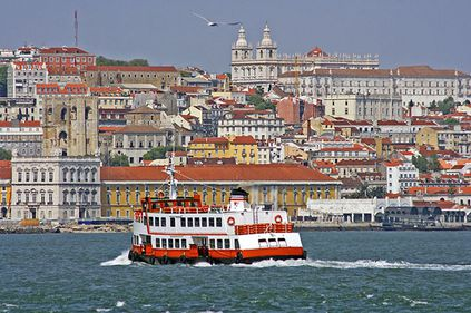 Lisabona, oraş îmbătrânit, cu numeroase clădiri degradate
