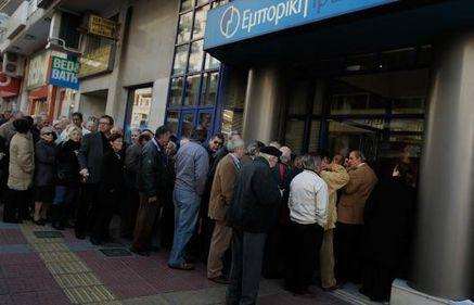 Sectorul bancar grec ameninţat de panică. Retragerile de 500 milioane euro sunt la ordinea zilei