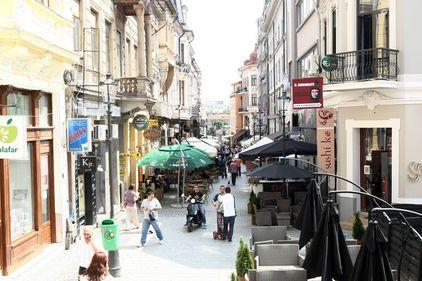 Mai sunt 71 de spaţii comerciale libere în Centrul Istoric. Cine le ocupă la 45 euro/mp?