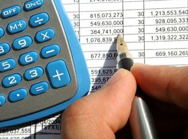 Guvernul menţine şi anul viitor impozitele ridicate pentru cei cu mai multe case