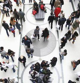 DTZ: Vânzările retailerilor au scăzut cu 5,3% în primele opt luni ale anului