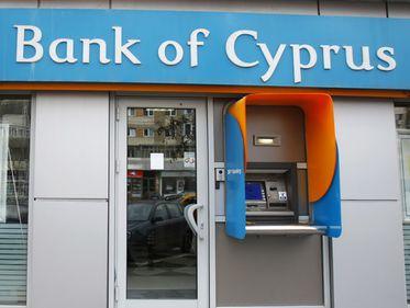 Ai banii la Bank of Cyprus? Află ce se întâmplă cu ei acum, când banca a fost închisă temporar