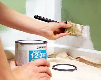 Recompartimentarea locuinţei se face rapid cu ajutorul pereţilor despărţitori din materiale uşoare