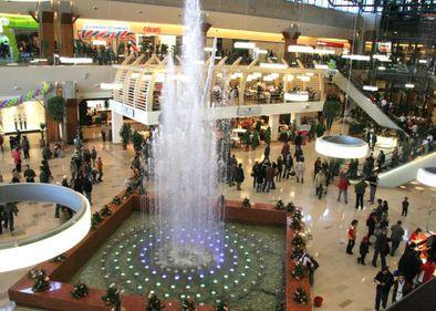 În vremuri de criză, românii i-au îmbogăţit pe proprietarii de malluri. Afacerile lor merg ca în 2008