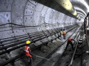 Spaţiile tehnice neutilizate din zona galeriilor de metrou ar putea deveni parcări în Capitală