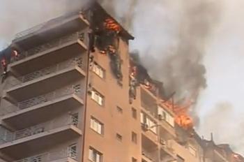 Incendiul la complexul Confort City. Un bloc de 10 etaje a fost cuprins de flăcări