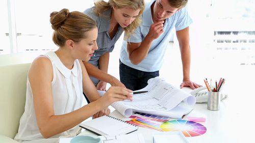 Designerii de interior renovează mai ieftin decât dacă te ocupi singur